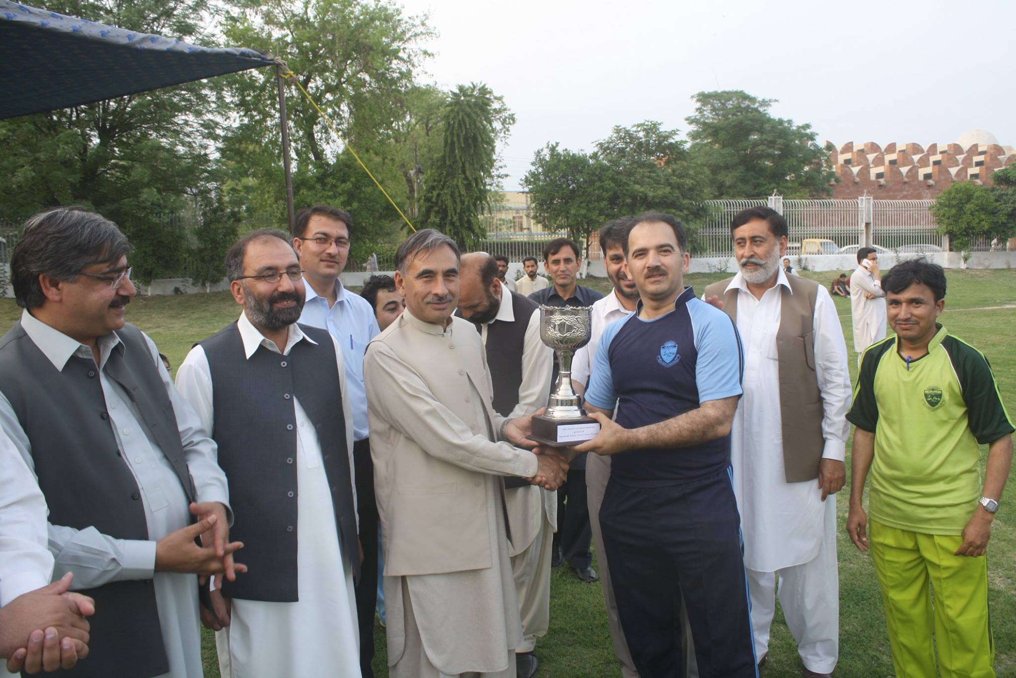 Dr. Jamil Ahamd receiving runner-up Trophy from Vice Chancellor