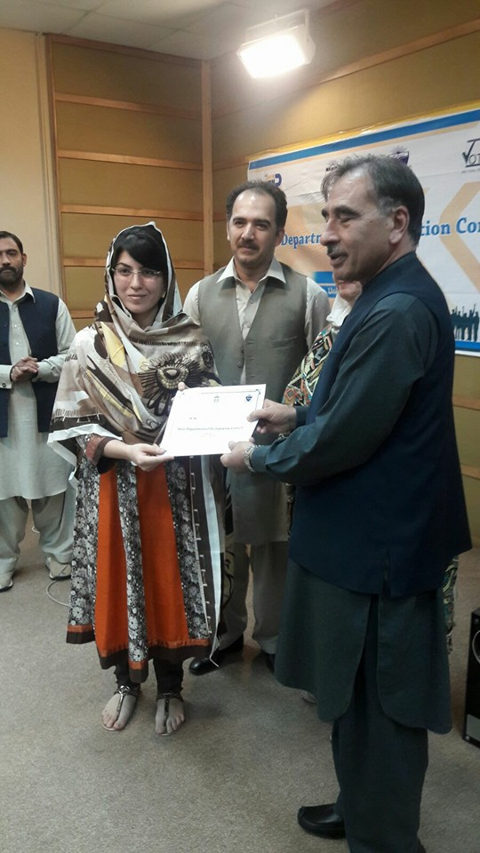 Ms. Hina Habib receiving certificate from Vice Chancellor UoP