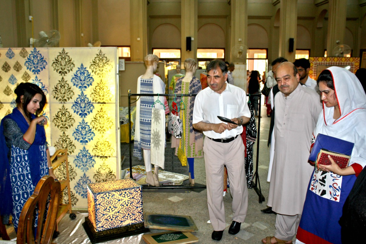 Vice Chancellor UoP Prof. Dr. Muhammad Rasul Jan visitng stalls at the Fine Arts Exhibition at University of Peshawar