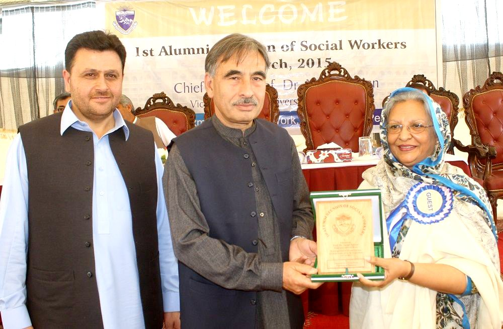 Vice Chancellor UoP Prof. Dr. Muhammad Rasul Jan presenting souvenir to Prof. Dr. Sara Safdar in the alumni reunion ceremony of Social Work Department University of Peshawar