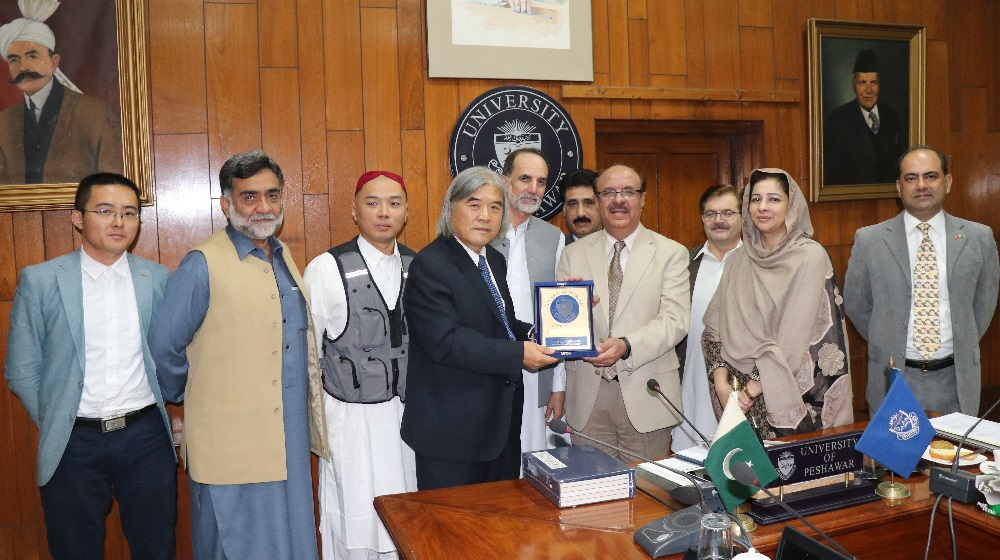 The Vice Chancellor, Prof. Dr. Muhammad Asif Khan presenting souvenir to Prof. Wang Jianxin on his visit to University of Peshawar