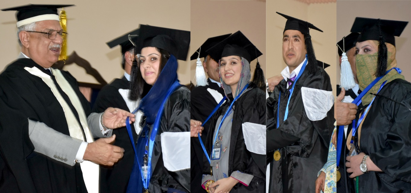 Governor KP Iqbal Zafar Jhagra presenting Gold Medals to the position holder students at the University of Peshawar Convocation 2016