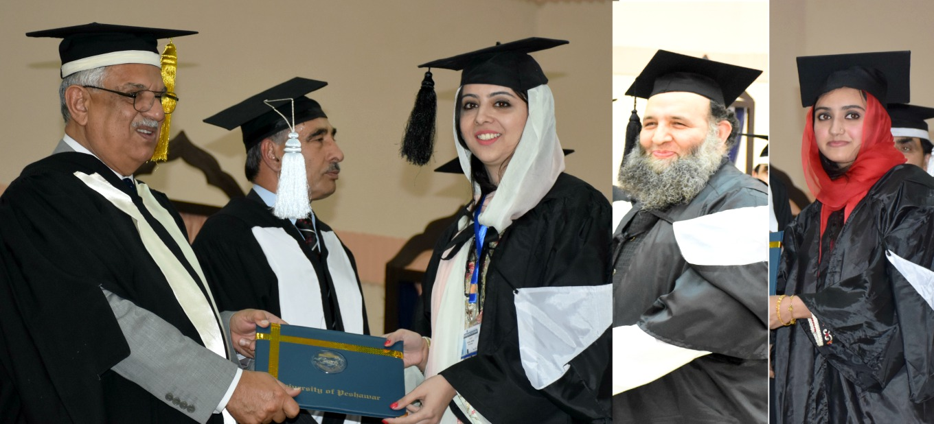 Governor KP Iqbal Zafar Jhagra awarding degrees  to graduates including former federal minister Noor ul Haq Qadri at the University of Peshawar Convocation 2016