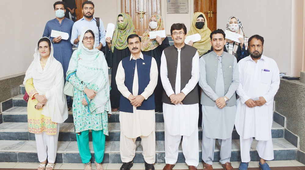 Vice Chancellor Prof. Dr. Muhammad Idrees distributed NEST Scholarship cheques among deserving students of the Department of Art & Design while accompanied by Ms Farida Rashid, Ms Afsheen Zaman, Director Admission Ali Asghar Jan, Mr. Abdullah, and Mr Ghafoor.