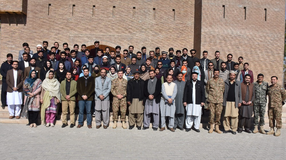 Faculty and students of University of Peshawar are posing with GoC 7th Division Major General Mumtaz Hussain after an interactive session at Tochi Hall, Miran Shah on 17th January, 2019.