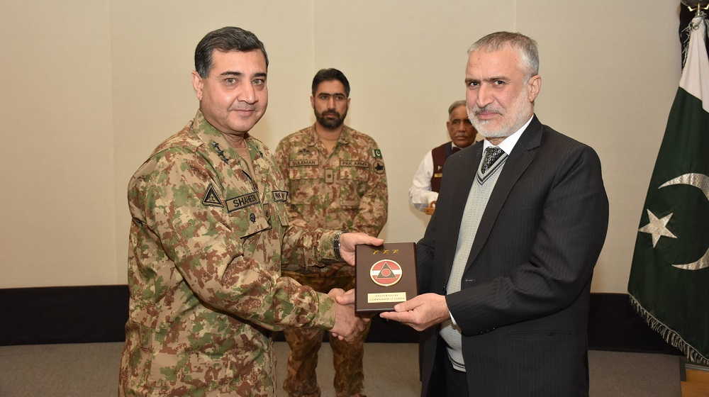 Corps Commander Peshawar Lieutenant General Shaheen Mazhar Mehmood is presenting a souvenir to Pro-Vice Chancellor Prof.Dr.Muhammad Abid during a students & faculty level delegation visit at  XI Corps Headquarters, Peshawar on 9th January, 2019.