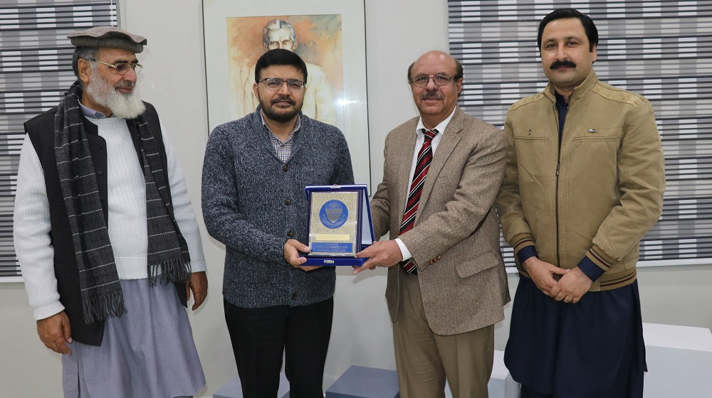 Vice Chancellor University of Peshawar Prof.Dr.Muhammad Asif Khan is presenting the souvenir to Canadain visiting Professor Amir Jamal on 18th December, 2019.