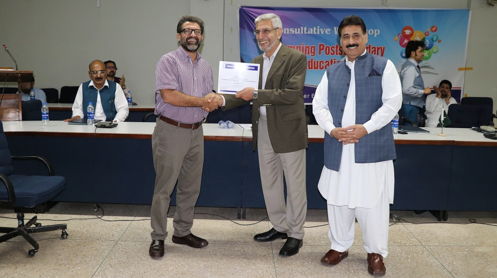 HEC consultant and former Vice Chancellor University of Peshawar Prof. Dr. Syed Zulfiqar Gillani and Register University of Peshawar Dr. Zahid Gull are handing over certificates during a consultative workshop on BS semester rules and associate degree program on  30th September, 2019