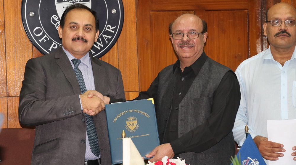 The Vice Chancellor University of Peshawar is exchanging 'MoU' document  with Climate Change minsitry representative, focal person and Country Coordinator Dr.Salim Janjua for extending help on EIMS compilation along with fighting environmental challenges together on 11th October,2019.