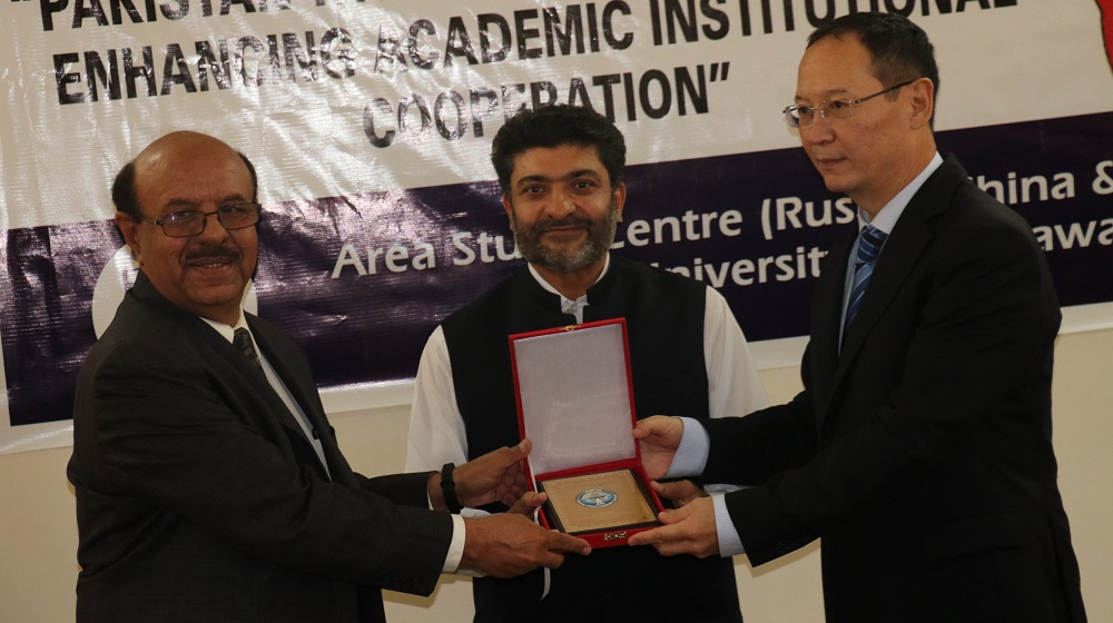 His Excellency the Ambassador of Kyrgyzstan Erik Beishembieve  is presenting souvenir to Vice Chancellor, University of Peshawar Prof.Dr. Muhammad Asif Khan on his visit on 12th June, 2019.