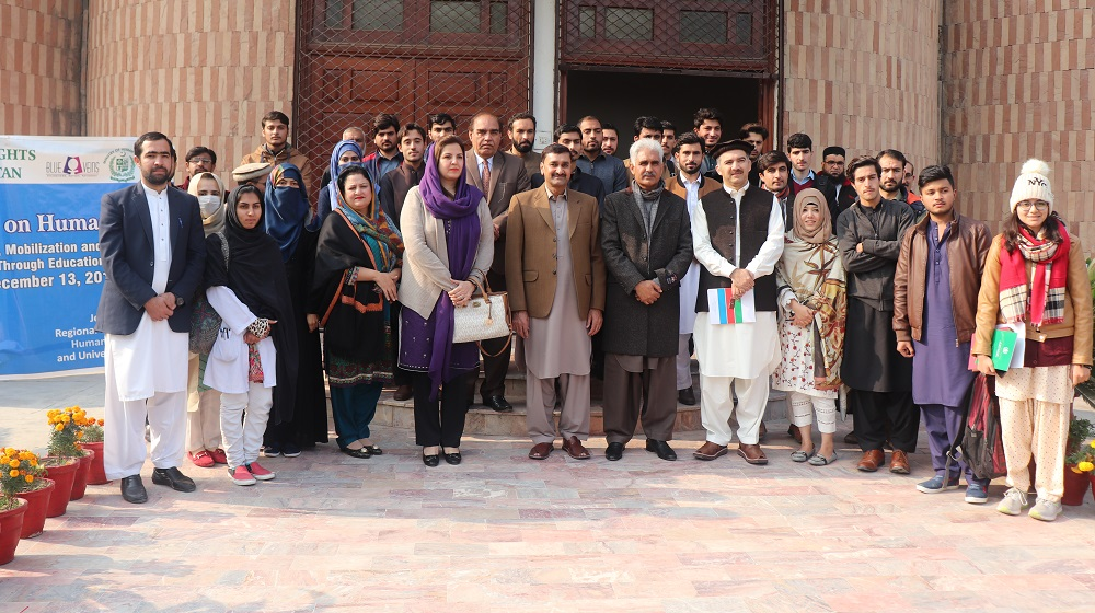 Pro-Vice Chancellor Prof.Dr.Johar Ali is standing along participants,speakers and organisers of the one day seminar on human rights at SSAQ conference Hall, University of Peshawar on 13th December, 2019.
