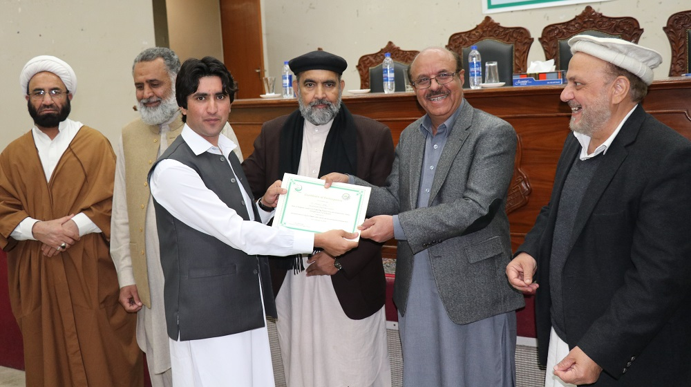 The VC UoP along with chairman  Council of Islamic Ideology is distributing certificates during the Symposium at Shaykh Zayed Islamic Centre here on Thursday