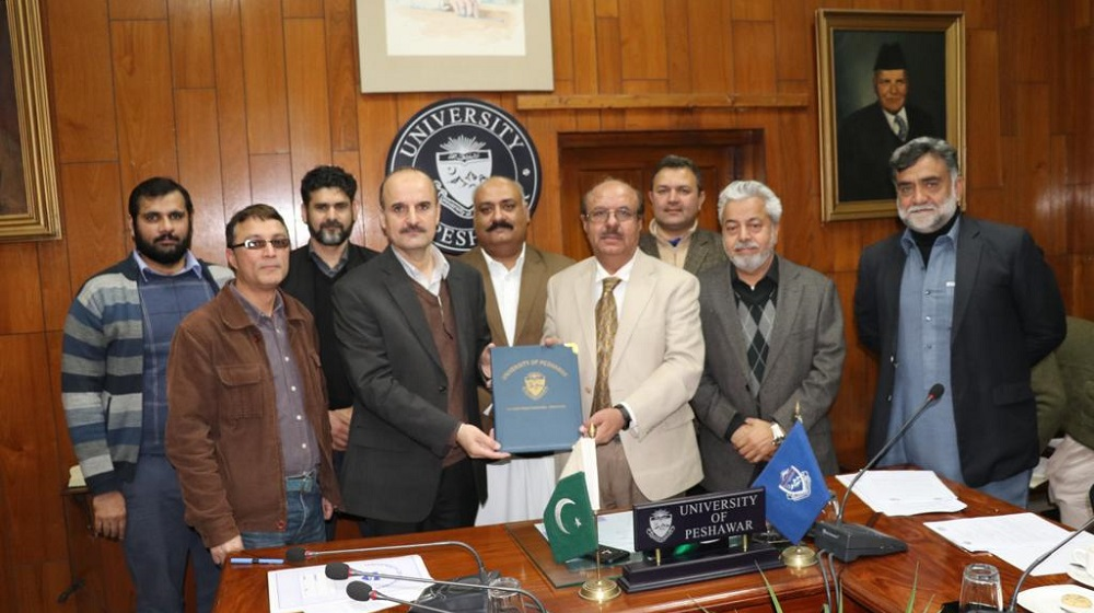 Vice Chancellor University of Peshawar Prof.Dr.Muhammad Asif Khan and Urban Mobilty Company Officials displaying 'MoU' copy after inking 'MoU'  on 14th January, 2020for faciltating upcoming BRT' project  through Bicycling sharing system  through initial 11 points from University end.