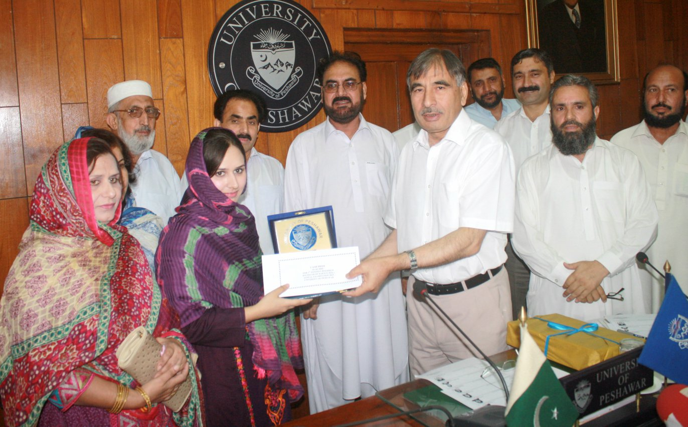 VC UoP Prof. Dr. Muhammad Rasul Jan giving prize to position holder students at the University of Peshawar