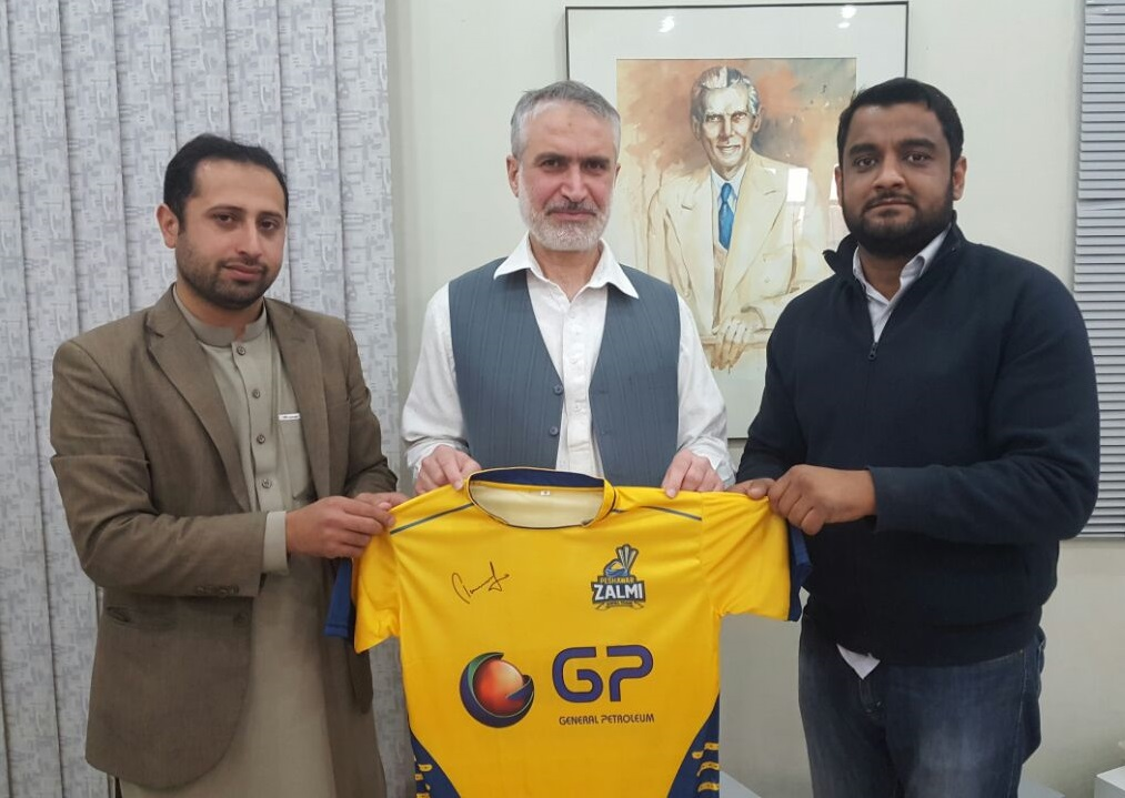 Mr. Saad Ullah and Waqas Abbasi of General Petroleum, presenting Peshawar Zalmi Shirt to Prof. Dr. Muhammad Abid, Pro Vice Chancellor University of Peshawar