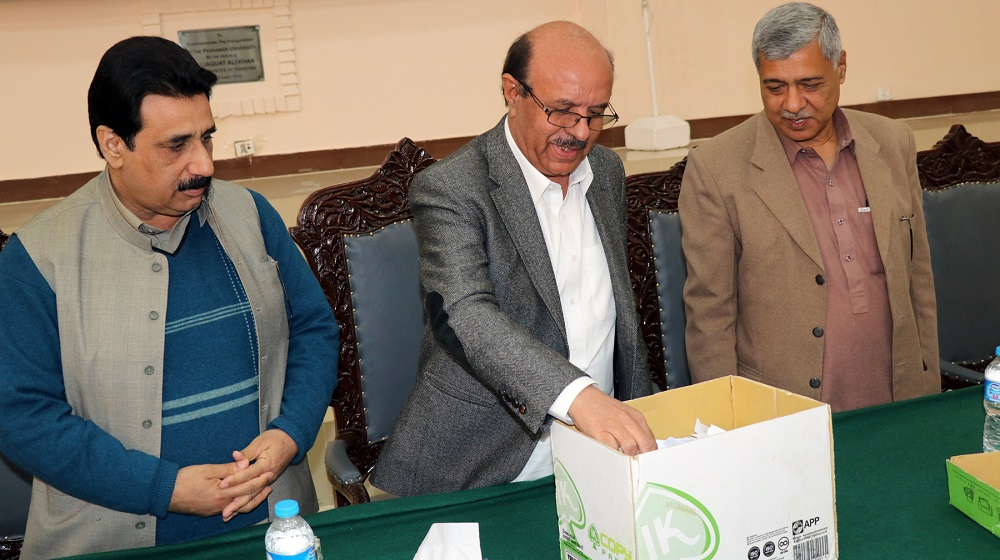 VC, UoP is drawing lucky Umra performers names from the draw for Class four employees at the convocation Hall
