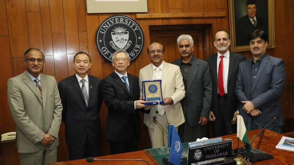 Prof. Dr. Muhammad Asif Khan, Vice Chancellor UoP gives Shield to Mr. Zhang Heqing Cultural Counsellor, China Embassy Pakistan. On the occasion China Embassy announced 100 scholarships for 2020 for the deserving students of UoP