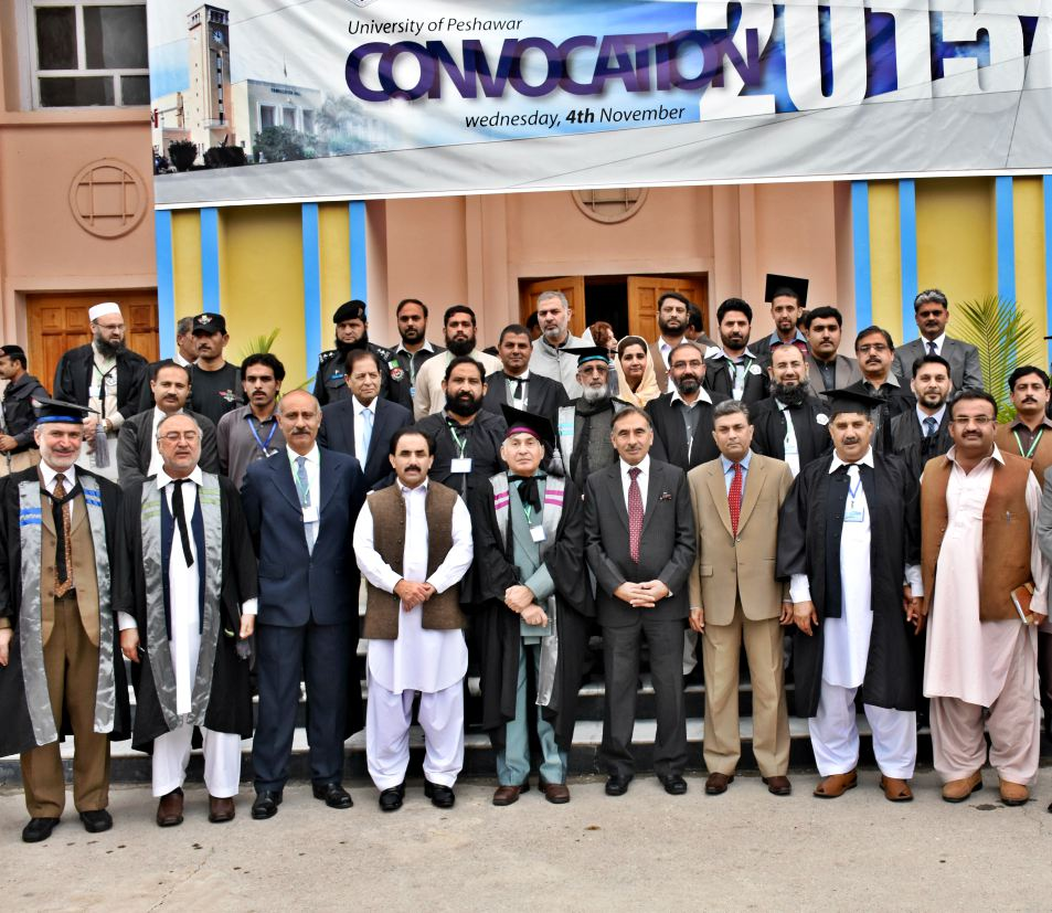 Vice Chancellor UoP Prof. Dr. Muhammad Rasul Jan in group photo with faculty members and staff after the Convocation 2015 ceremony of the UoP