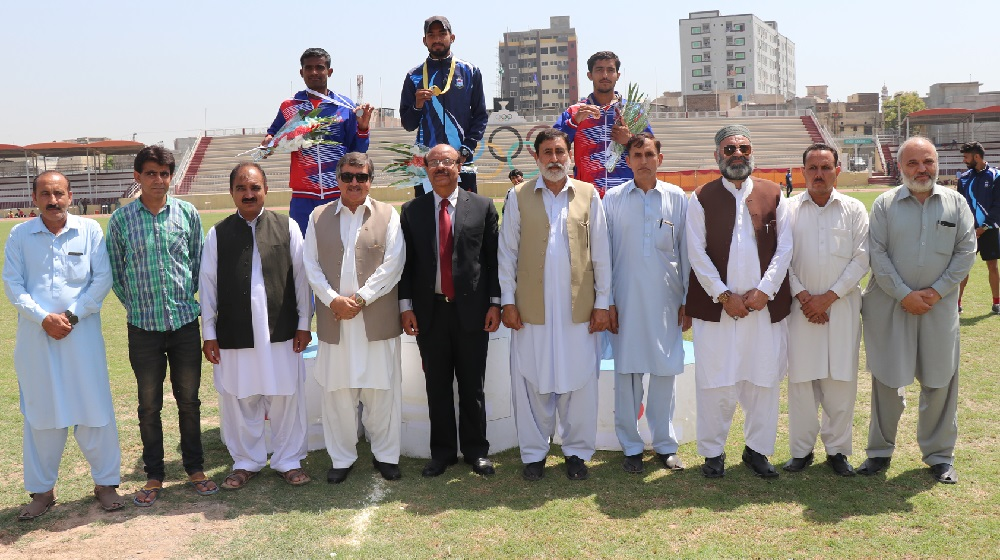 A group photo of winning players with Vice Chancellor University of Peshawar Prof. Dr. Muhammad Asif Khan on the inaugural day of 41st inter universities men's athletics championship organised by University  of Peshawar at Qayyum Sports Complex