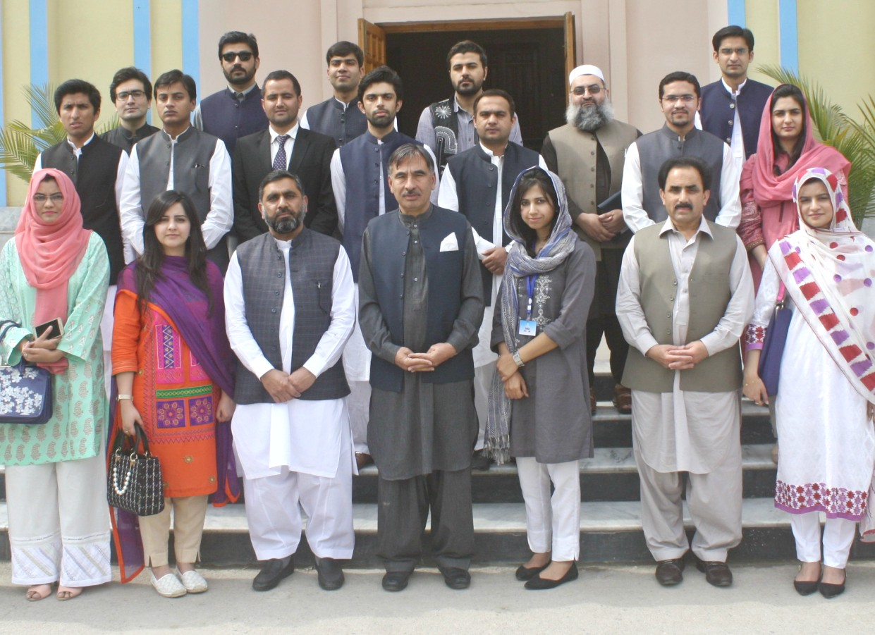 Vice Chancellor UoP Prof. Dr. Muhammad Rasul Jan in group photo with Probationary Officers at the Civil Services Academy during their visit to the University of Peshawar