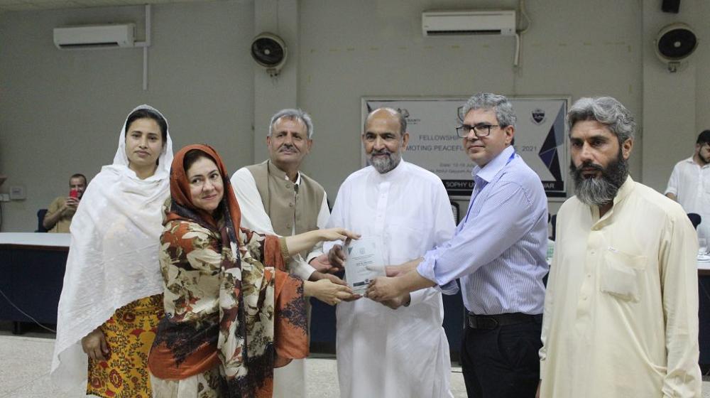 Chairman Council of Islamic Ideology, Pakistan Prof. Dr. Qibla Ayaz receives a souvenir from Chairman Department of Philosophy Dr Shuja Ahmad, Prof Dr Sarfaraz Khan, Dr Samina, Syeda Noreen Fatima and Mr Sherzada,