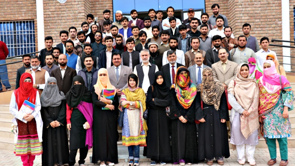 Group photo of participants of one day seminar on Official Statistics and the Role of Academia with Pro Vice Chancellor Prof. Dr. Muhammad Abid at IPCS