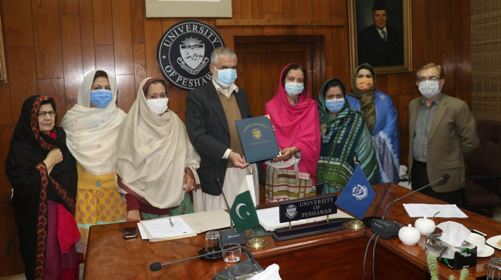 MoU inked between Association of Business, Professional and Agricultural Women, KP  and College of Home Economics, UoP. Pro Vice Chancellor Prof Dr Muhammad Abid, Principal College of Home Economics Dr. Farhat-un-Nisa Shehzad, President ABP&AW Dr Bushra Rahim & her team graced the occasion.