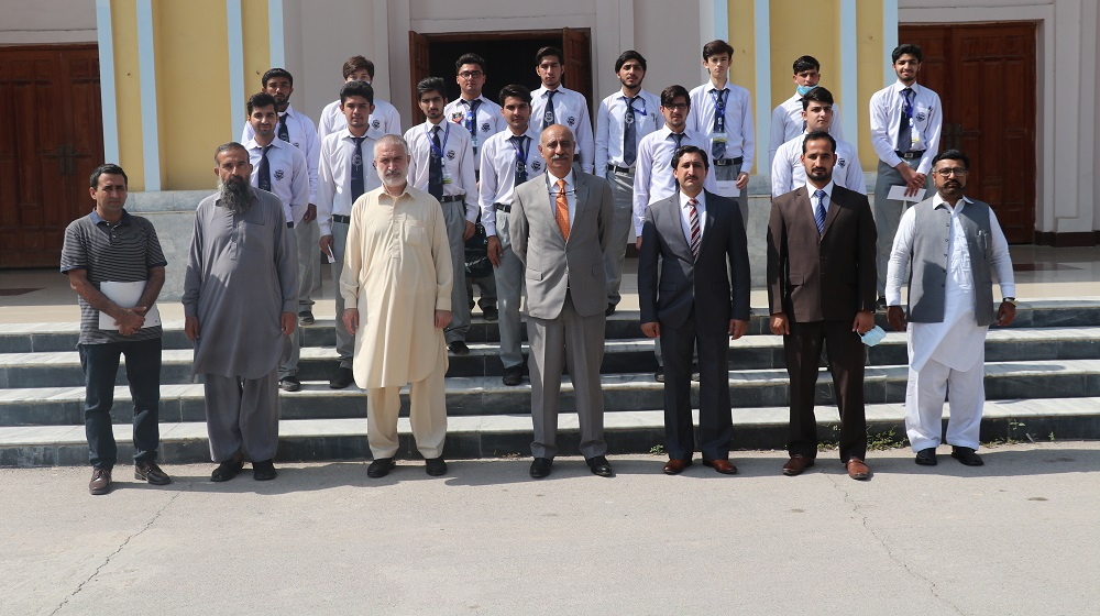 Position-holder students of University College for Boys with Vice Chancellor, University of Peshawar, Prof Dr Muhammad Abid, and the  UCB Principal Prof Nadeem Azam.