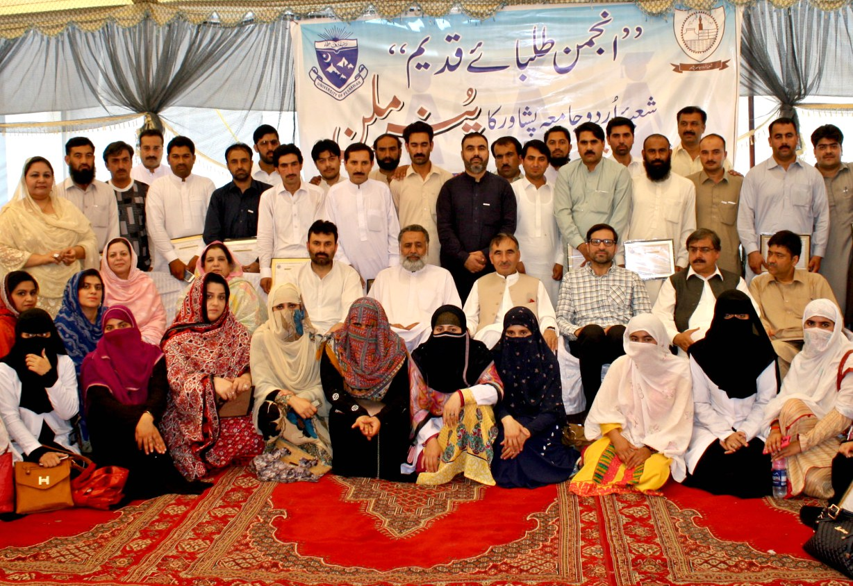 Vice Chancellor UoP Prof. Dr. Muhammad Rasul Jan in group photo with Alumni of the Department of Urdu University of Peshawar