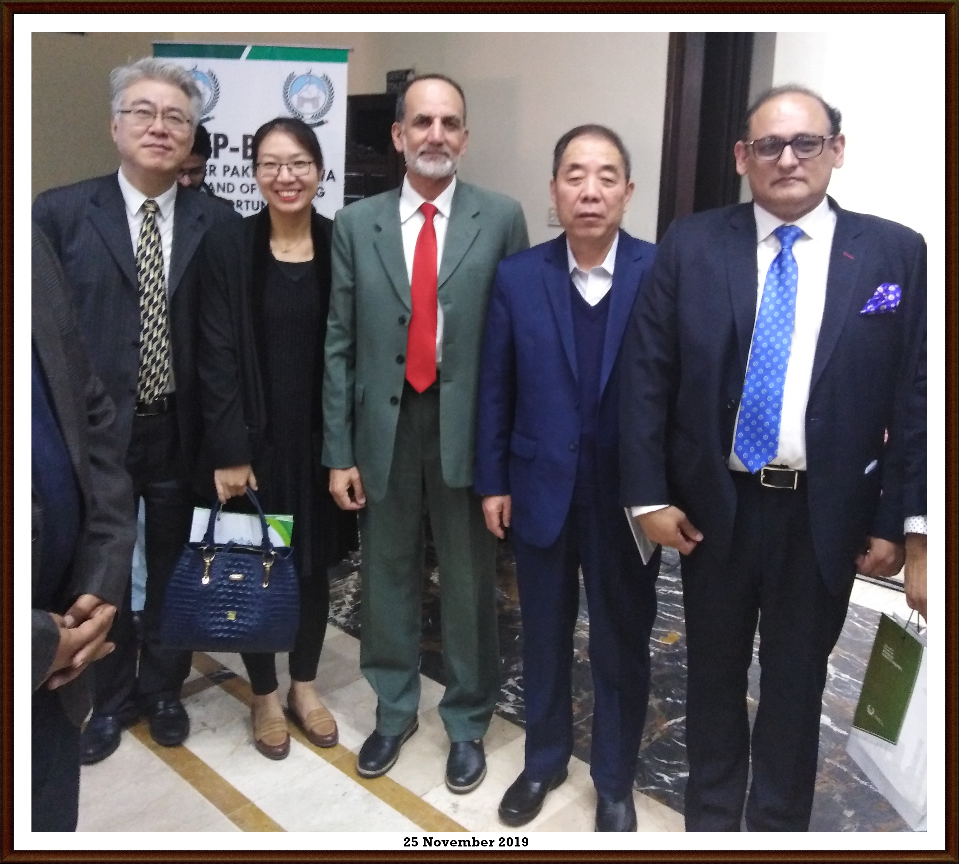 Dr. Zahid Anwar with Chinese