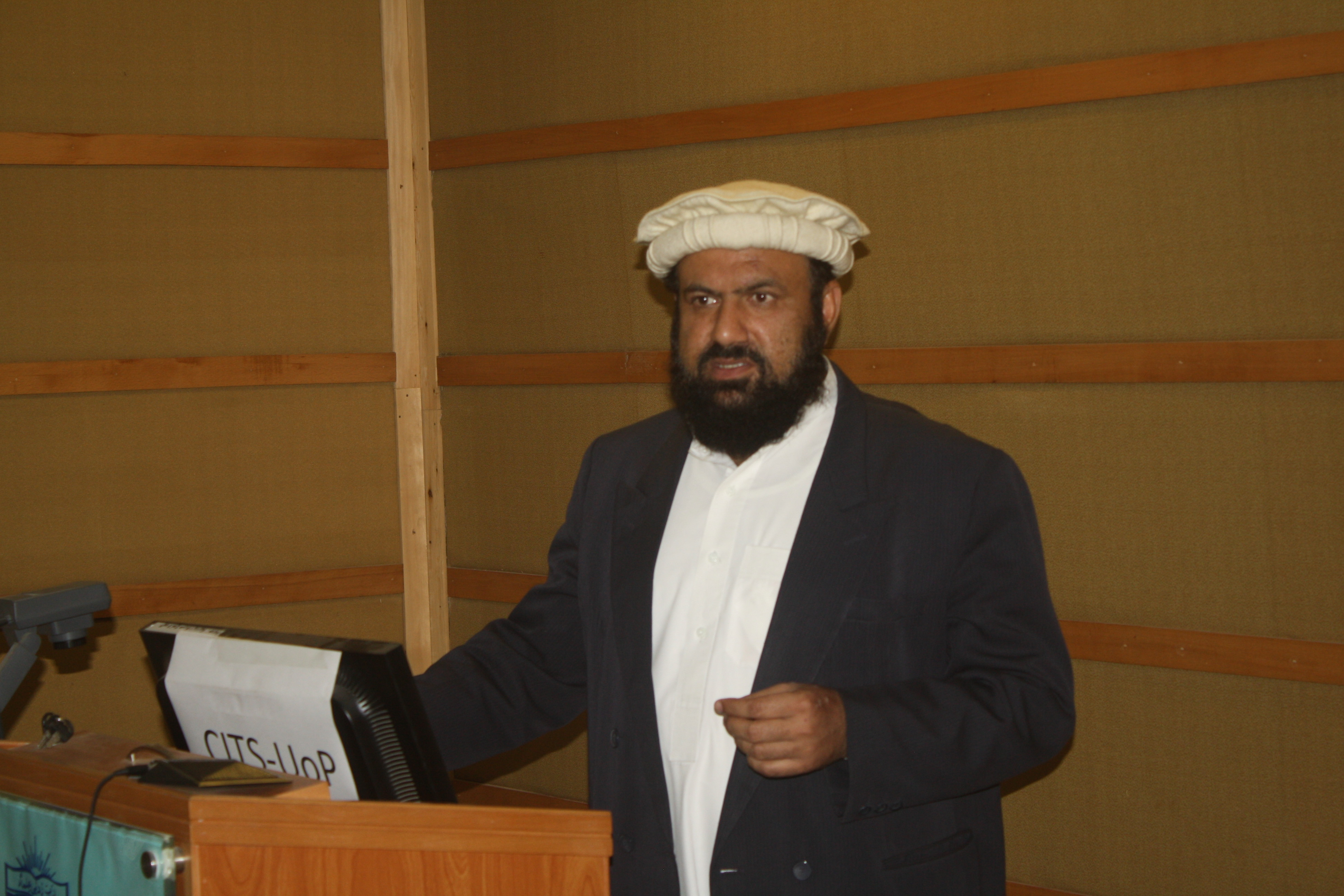 Hafiz Muhammad Inamullah addressing the participants of LMS seminar.